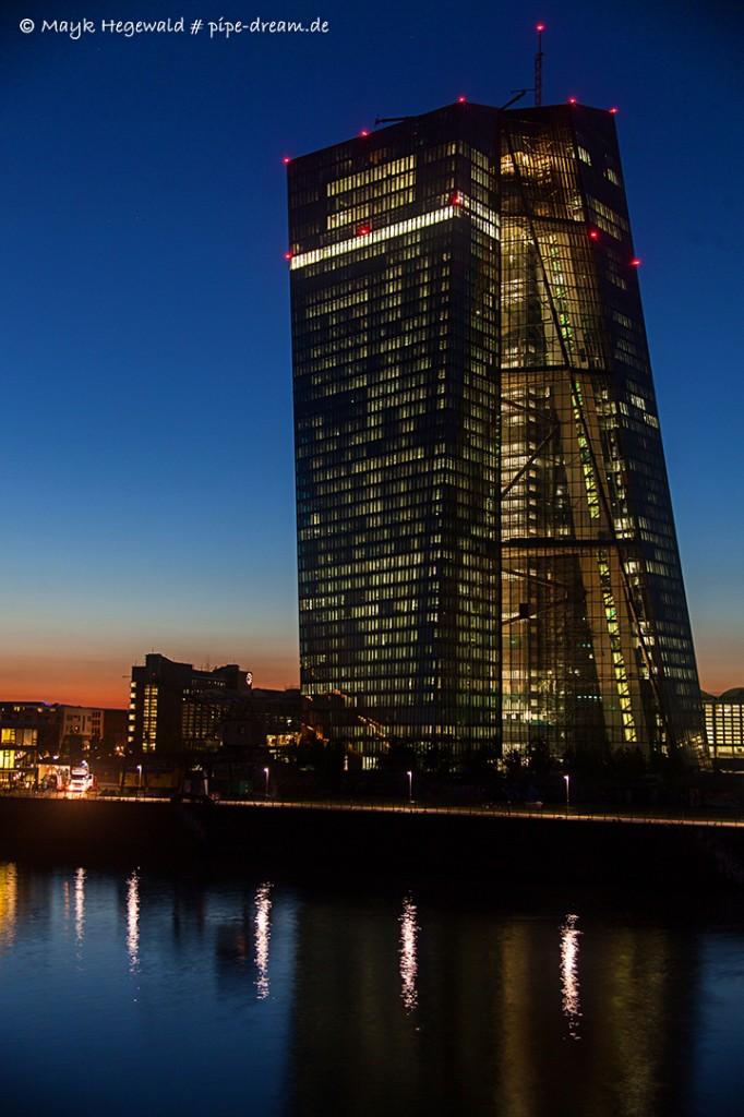 EZB-Turm während dem Sonnenuntergang