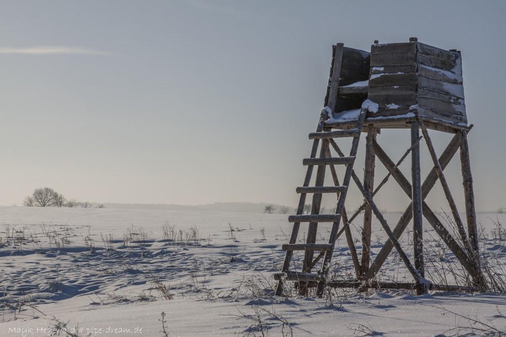 Winterlicher Hochstand. Aufgenommen  mit Canon EOS 50D & EF 28-105mm f/3,5-4,5 USM bei 73mm, f/10, ISO 100, 1/320 Sek.