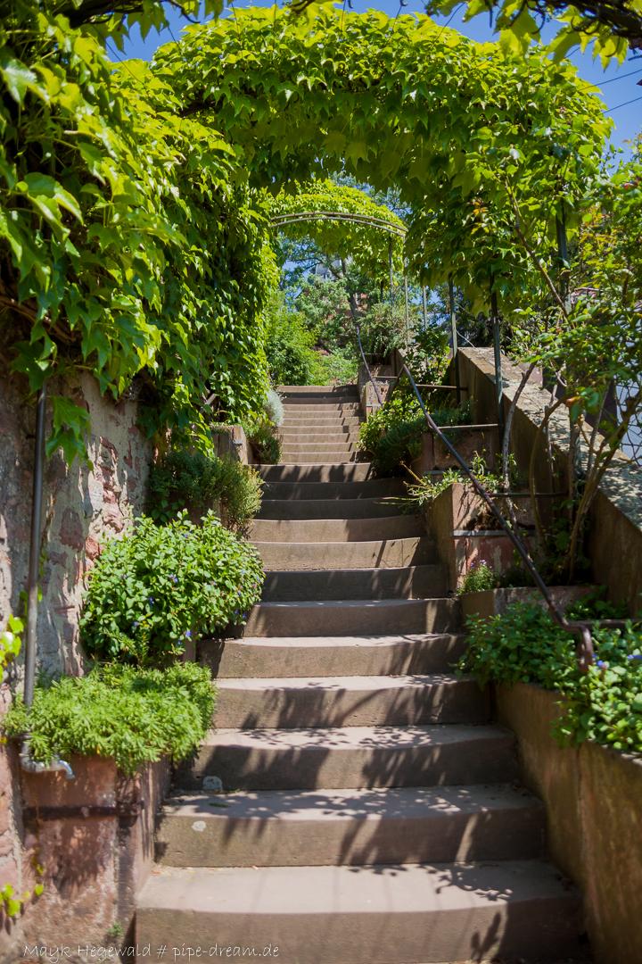 Treppe an der Flusspromenade