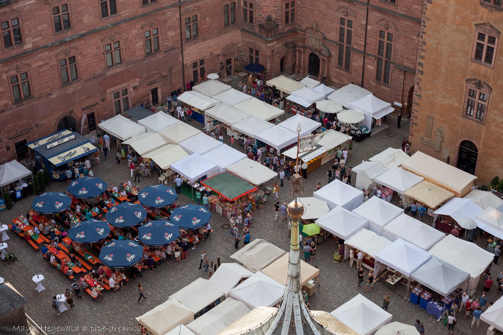 Handwerkermarkt von einem Schlossturm aus